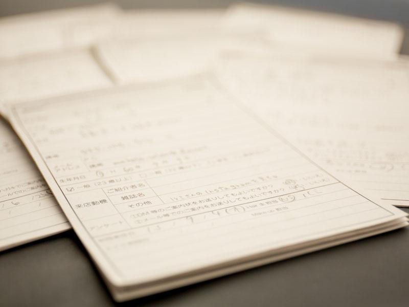 普段からカルテには細かな情報を記載。休職中のお客さま情報もカルテを通して詳細に知ることができるので、復職後もスムーズな接客が可能