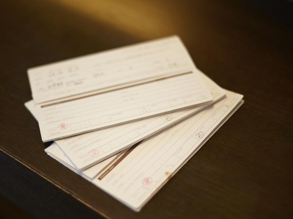 丁寧かつスムーズな引継ぎができるように、カルテにはお客さまの細かな情報まで記入している