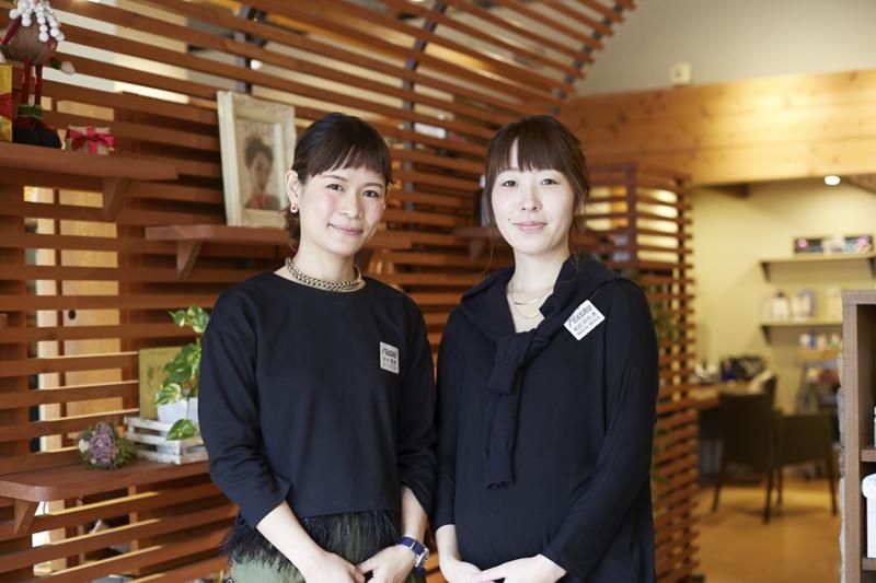 育休制度を活用、現在時短勤務で子育てと仕事を両立しているスタイリストの鈴木さん(左)。レセプショニストの和田さん(右)は、もうすぐ産休・育休制度を利用予定