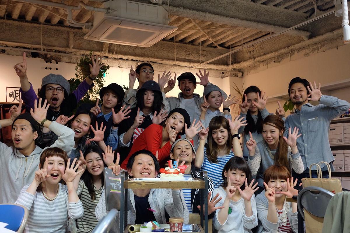 「MOK」創立15周年のアニバーサリーでスタッフみんながお祝いしてくれたそう