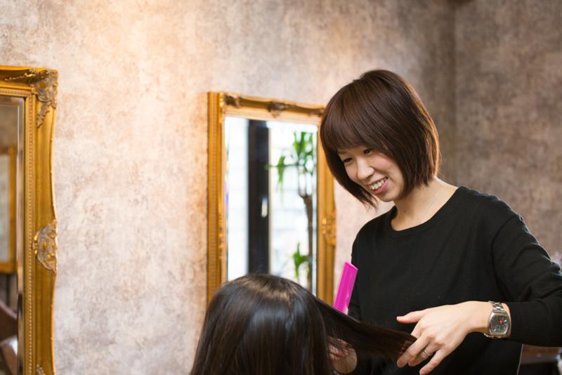 「待遇面に満足しています」とママスタッフの須田さん。「Oasis浦和店」には、2名のママが在籍中