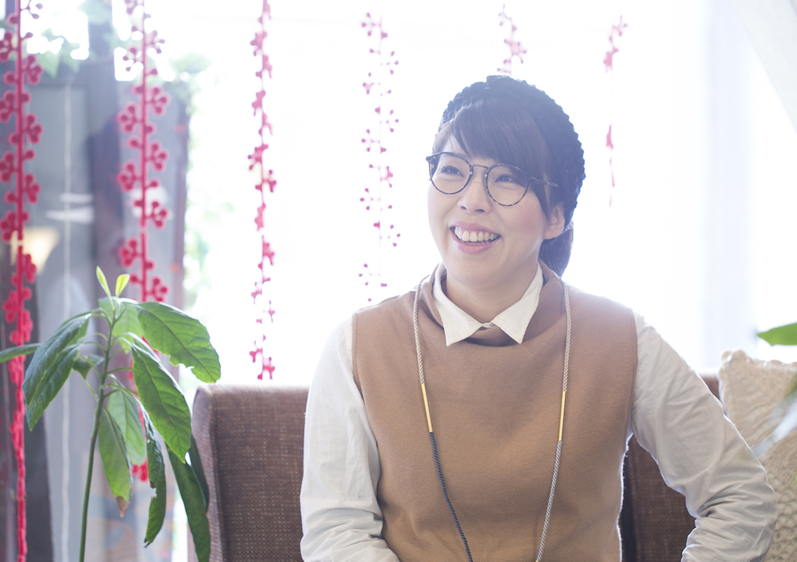 グループ店舗「LUXE」で店長を務める鬼生田さん。お店の雰囲気の良さの理由を伺うと、「会社の方針のおかげで、いいメンバーが集まってくるんです」と笑顔で話してくれました