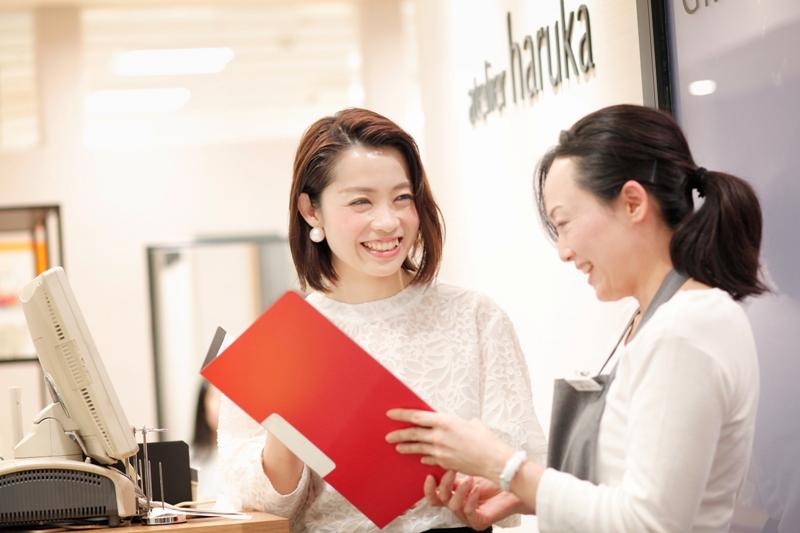 新宿エリアのママスタッフは計4名。スーパーバイザーや店長がママスタッフと丁寧なコミュニケーションを取るようにしているそう