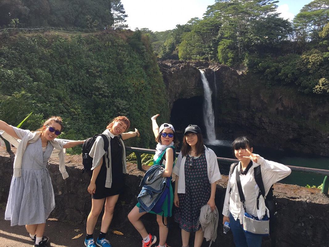 社員間のコミュニケーションを密にするためにも、年に1回社員旅行に出かけている。今年はハワイに行ったそう
