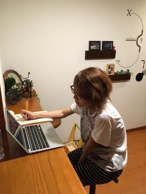 ママスタッフも、自宅で空き時間にサロンでの会議や勉強会の内容をチェックすることができる