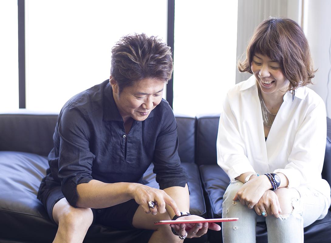 高校時代にアルバイトで「Lee」に入り、そのまま美容師になり、FCオーナーまで上り詰めた永野さん(写真右)