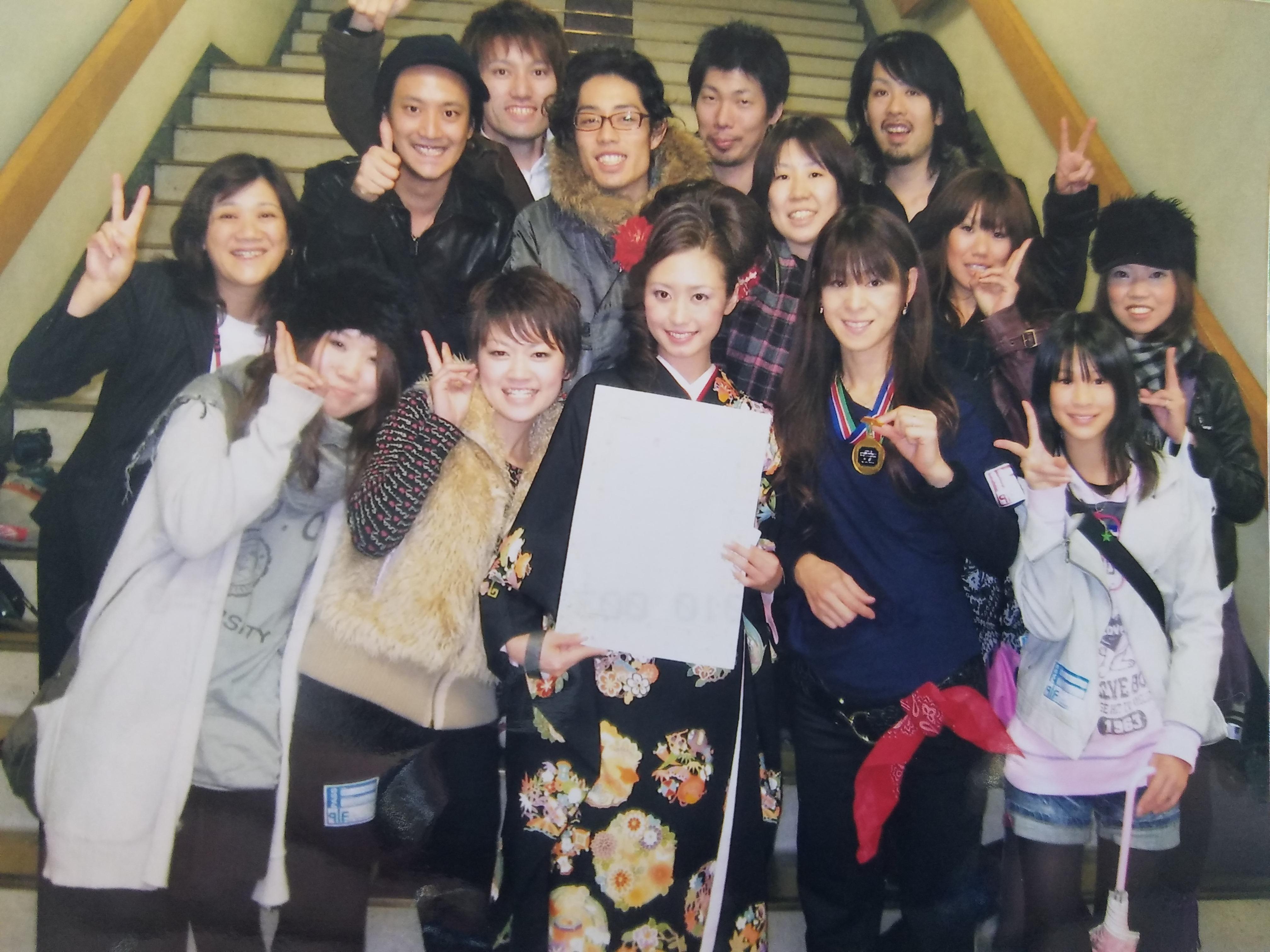スタッフの山野さんは、自己流だった着付けを会社のサポートにより本格的に学べることに。「SPC JAPAN全日本理美容選手権全国大会」の振袖ヘア&メイク&着付部門で全国3位に入賞した