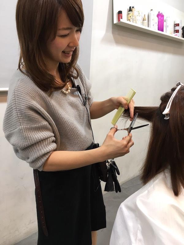 4歳の女の子を育てるママスタイリストの芳賀優輝子さんも、現在「I-FLAP」で修業中。「朝晩のレッスンは大変ですが、スタッフはみんなやさしく、育児のことも気遣ってくれるので、仕事に集中できます」