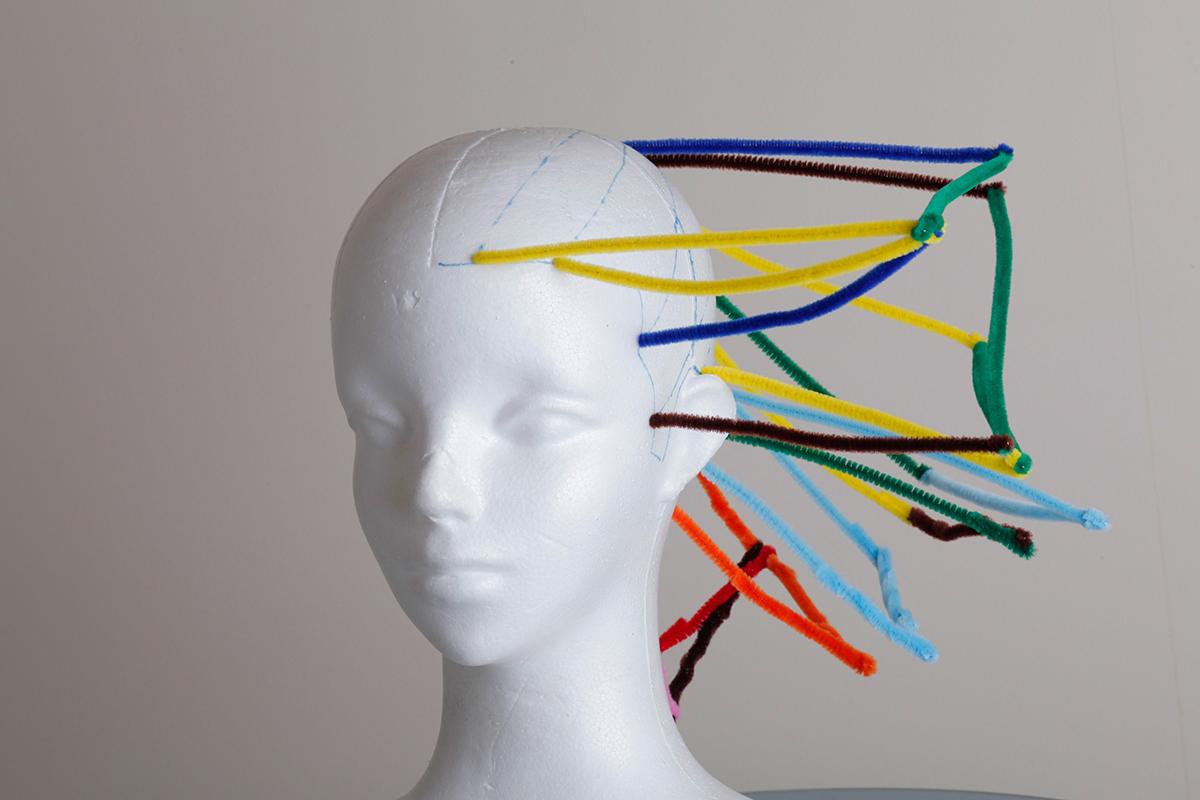 鈴木さんが開発し、特許出願中の「ヘアスタイル分析装置」。スタイルの作り方を科学的に分析し、説明可能に。それにより、感覚ではなく言葉で、誰でも同じように教育することができるという