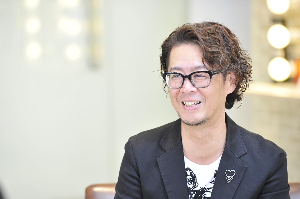 現「RT HAIR CREATION」代表の山本さん。大﨑さんが入社したときの店舗で店長を務めており、お互いの信頼関係が厚い