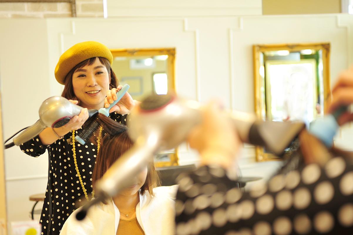 現場に立ちながら、会社の経営にも携わる、大﨑さんのような女性ディレクターが6名もいる