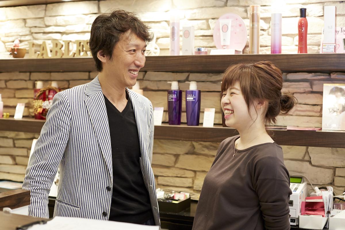 今もスタイリストとして、サロンに立つ木村さん。スタッフの働きぶりや感じていることに直接触れる機会も大切にしている