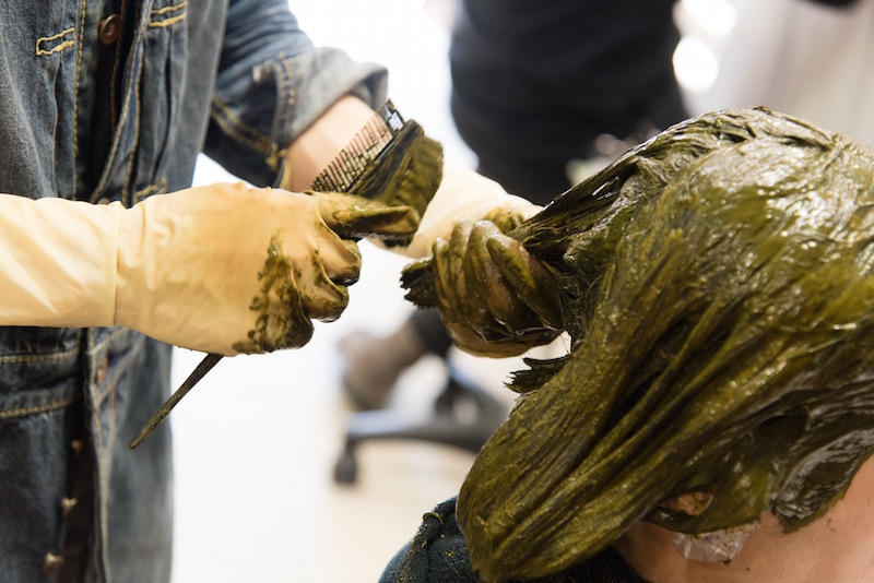 「GREEN」の大きな特徴が、髪を内側から健康にするオーガニックヘナを使った施術。全客数の50%以上が、ヘナのために来店しているという