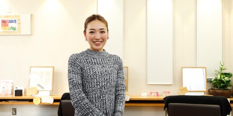 宮本魅華さん/自主練習で復帰を叶えた「まつエク」ママ。休職中に、子育てから学んだ接客術とは?