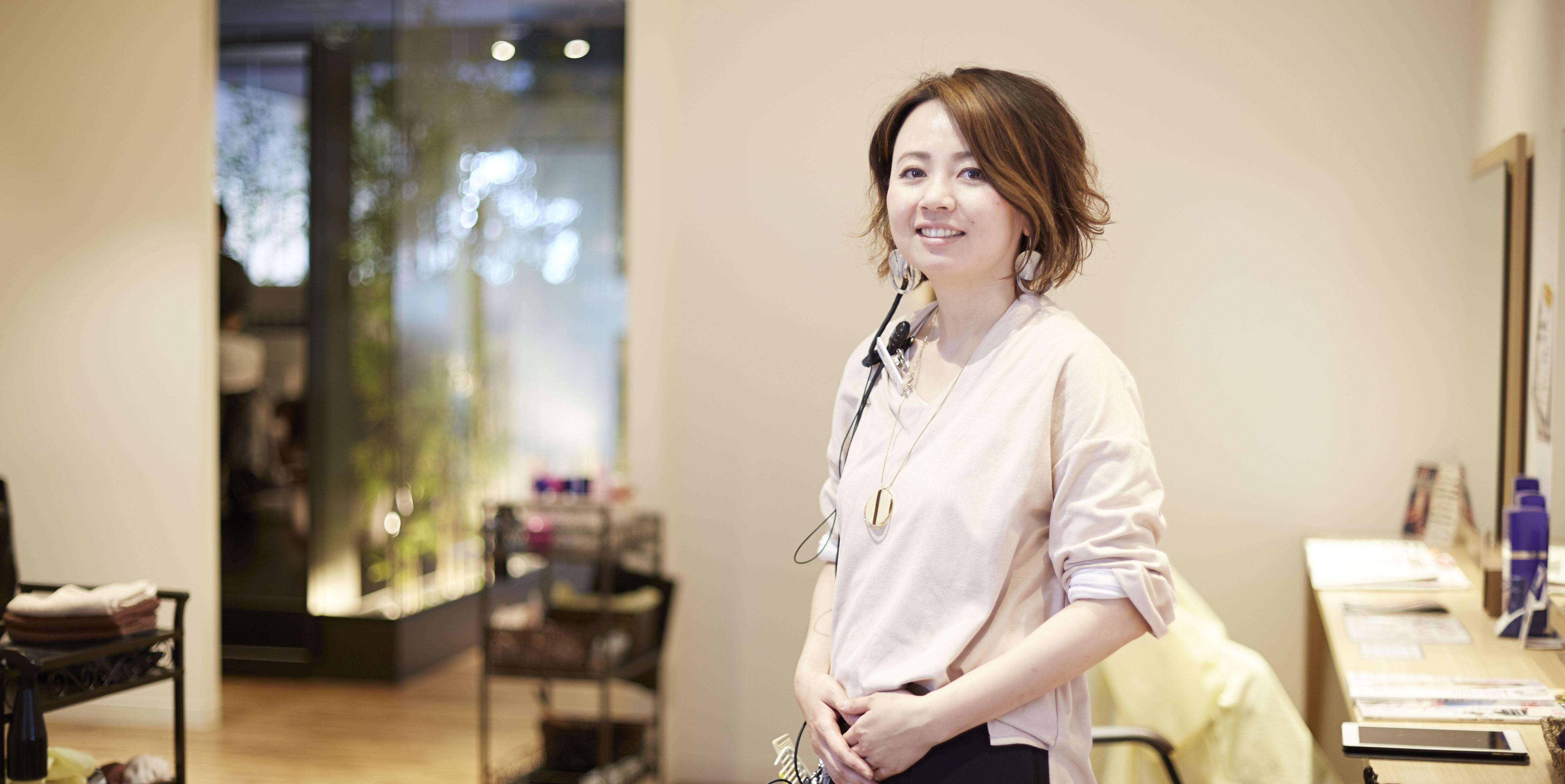 吉村友希さん/美容師の母を手本に、「生涯美容師」を目指す。歴13年ママ美容師の語る「続けることの価値」。