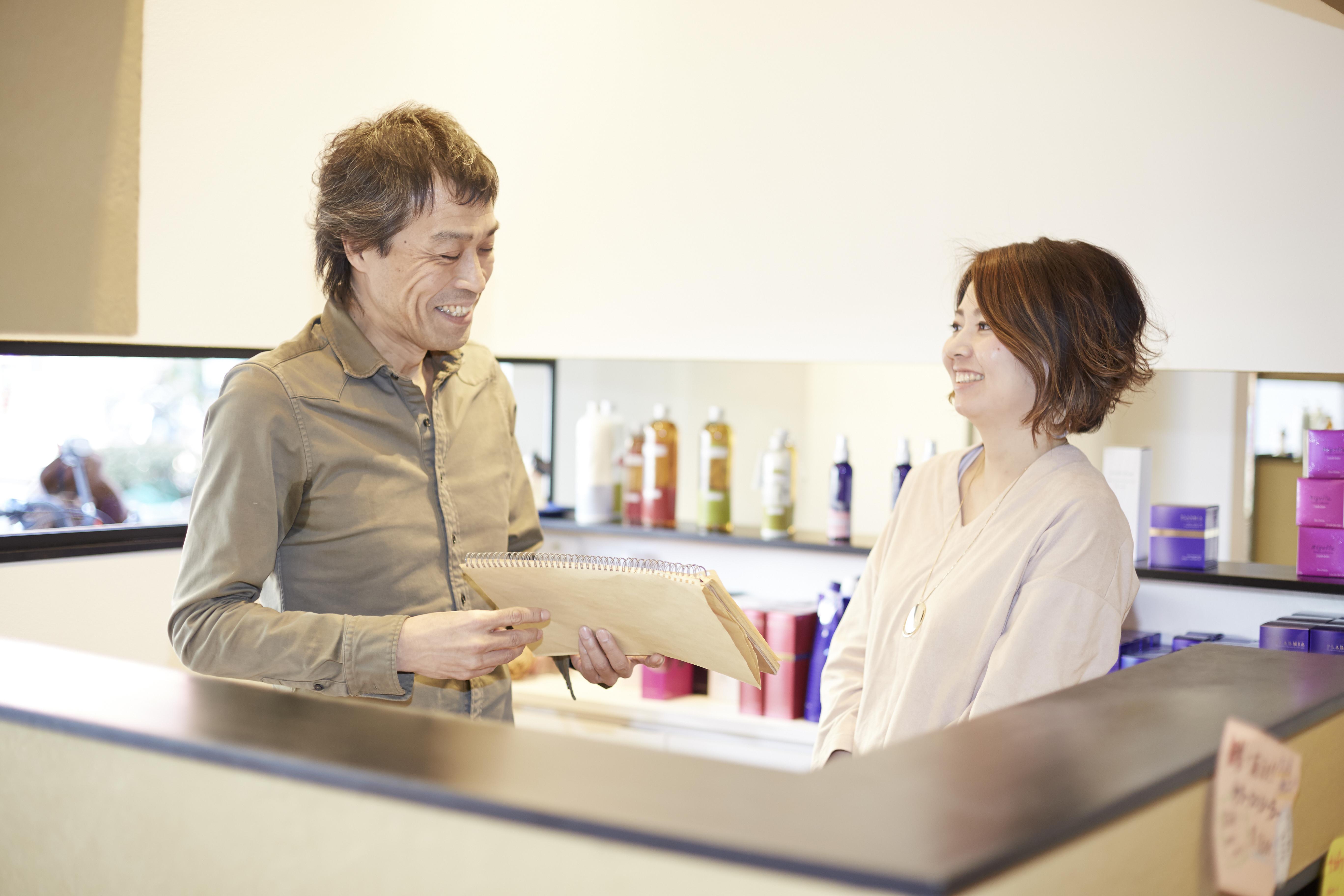 「近いうちに、ママ美容師サロンも一般的になっていくはず」と高嶋さん。周辺に同じ業態の店ができてもお客さまに選んでもらえるように、自分の得意分野をつくることをスタッフに勧めている