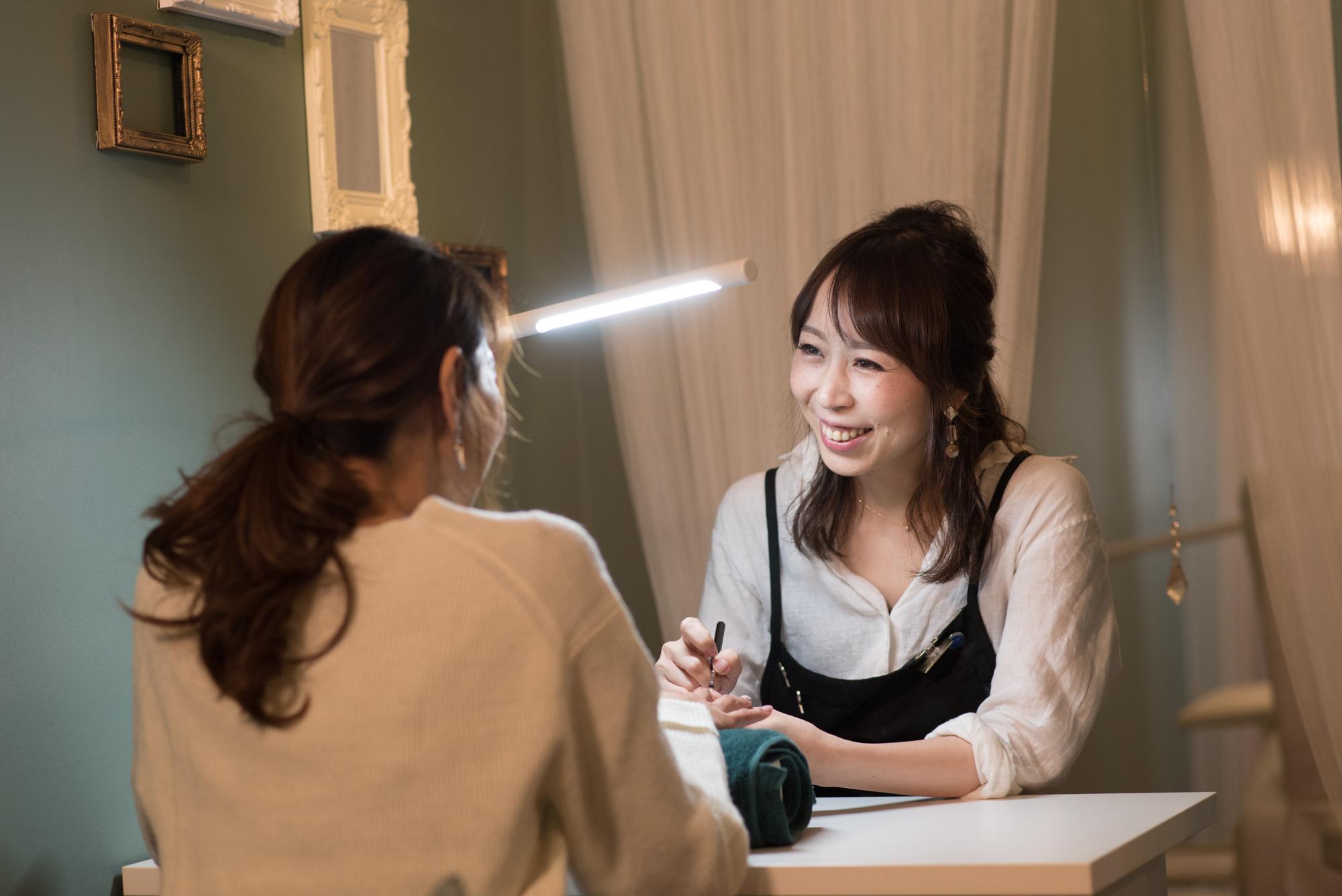 ママネイリストの熊谷さんは、「MereMer」入社後にパラジェルのインストラクター認定テストに合格。「新しい技術を学んで、自分の可能性が広がっていくのが楽しいです」