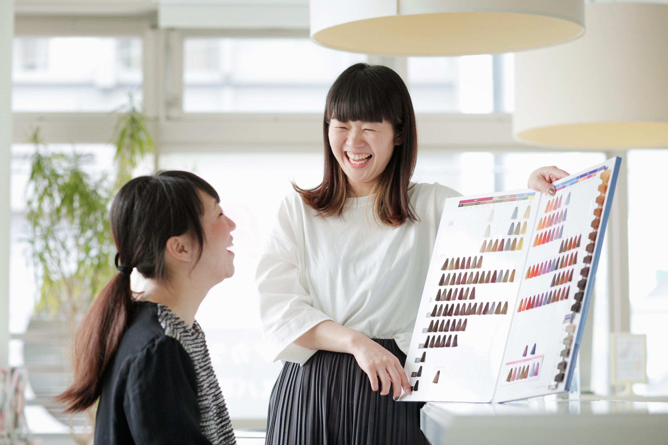 「スタッフが判断に迷ったらすぐに教えてあげられるように、営業中は常に目を光らせています」と、三軒茶屋店店長の鈴木さん