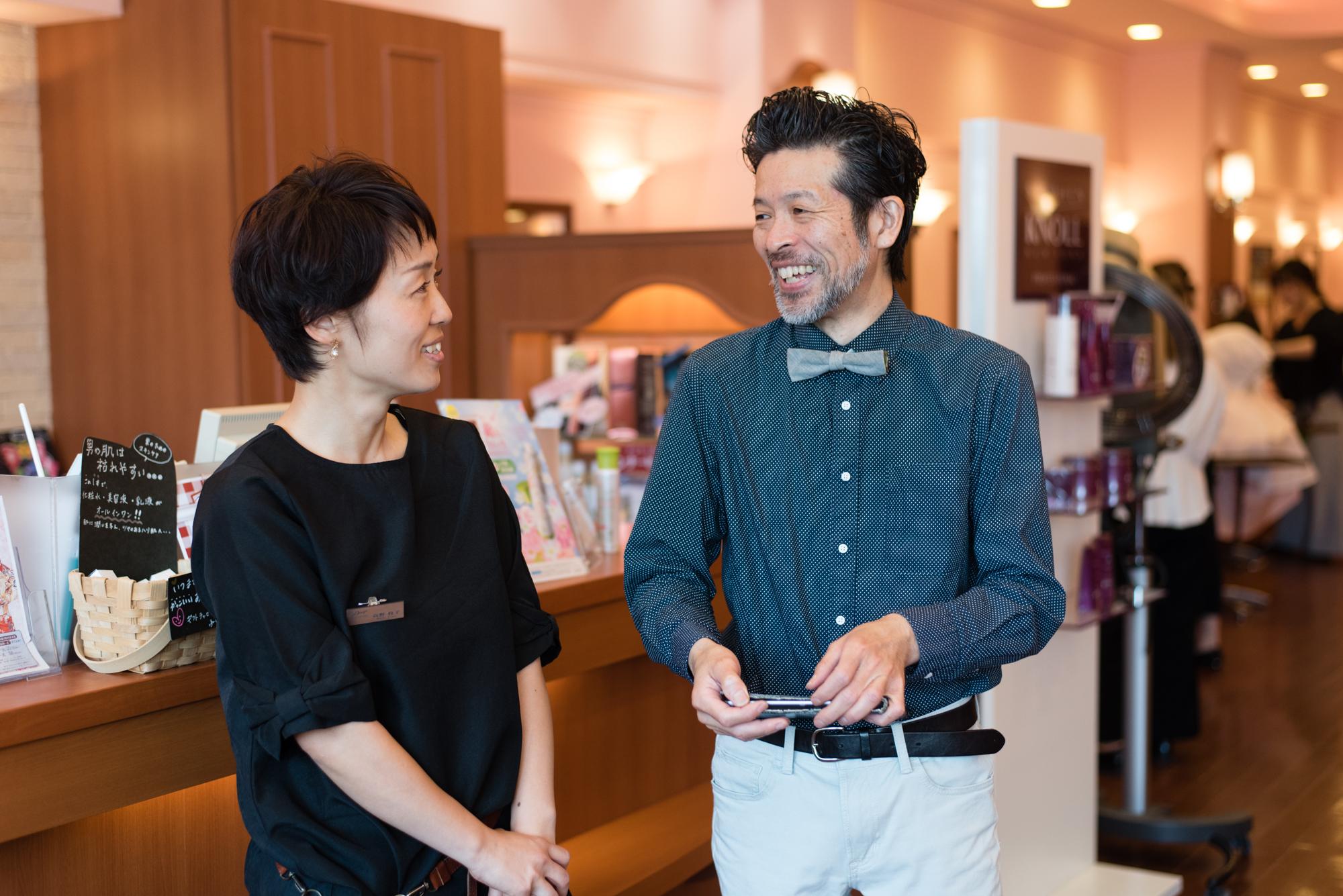 ママ美容師の高野牧子さんは、金・土曜出勤のパート勤務。土日に固定で出られるママスタッフは少ないので、助かっているという