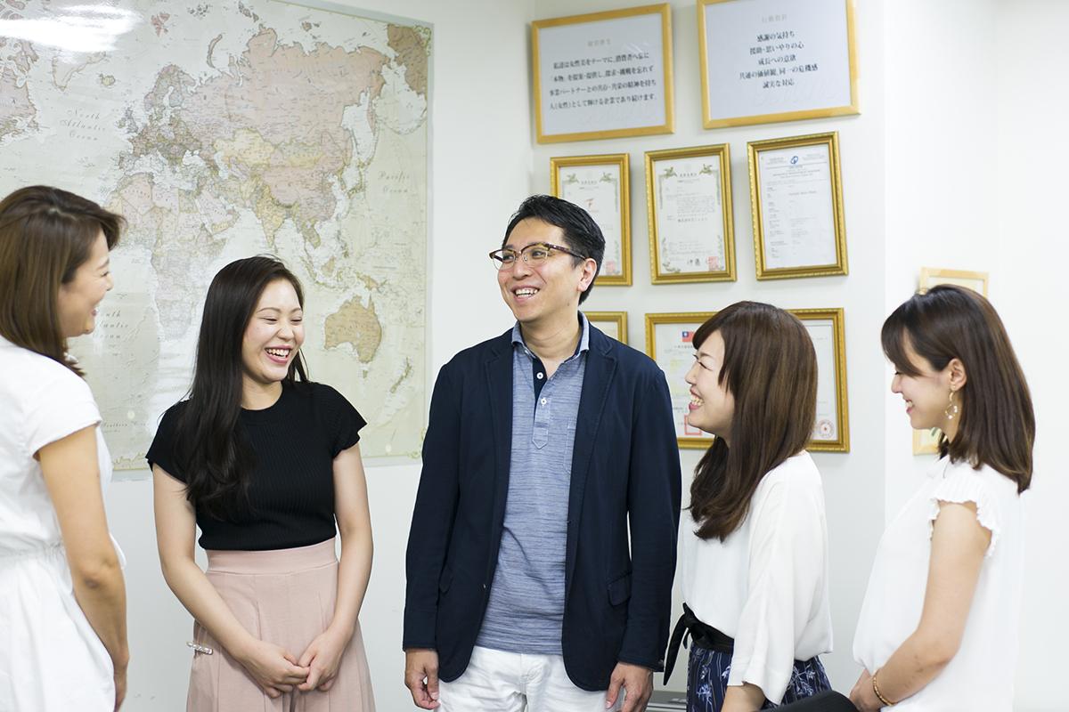 取締役社長兼COOの多和好人さん(中央)は、「日本一働きがいのある会社にしたい」と、働きやすい現場づくりのために現場の声に耳を傾けている