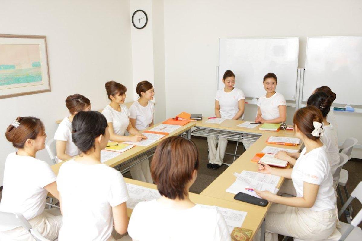 スタッフのキャリア形成のために社内研修を充実させるほか、各種コンテストへの出場や、エステティックのライセンス取得も積極的にサポートしている