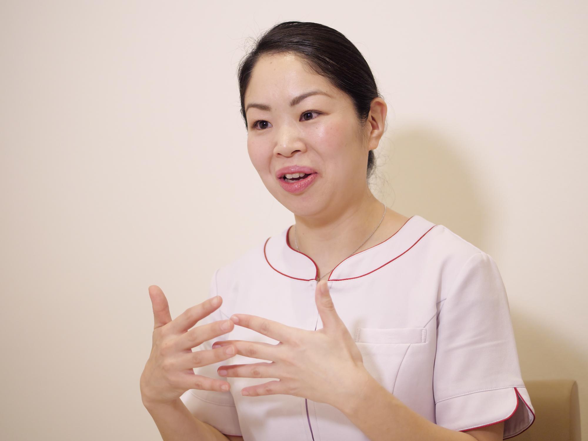 ママスタッフの大場由喜子さんは週4~5日、10時~16時のパート勤務中。「子どもが3人いて行事も多いため、シフトに融通がきくパート勤務を選択しています」