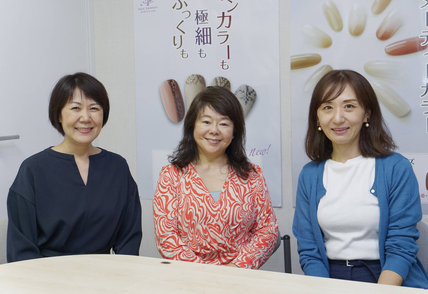写真左が人事総務マネージャーの平川景子さん。ご自身も2児のママで、短時間勤務制度を利用したという